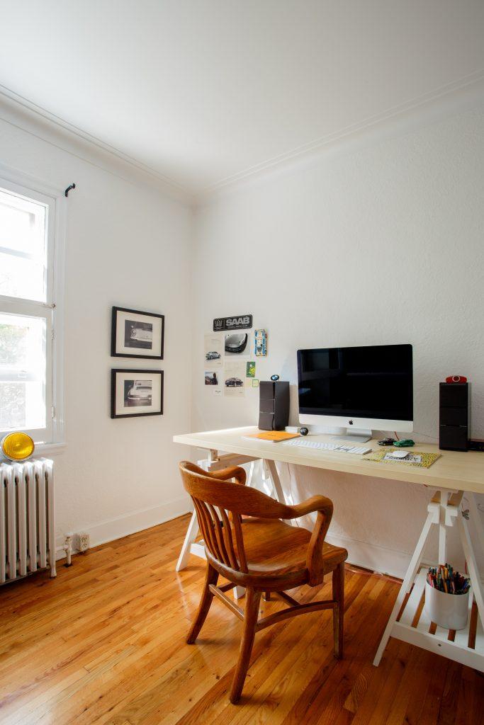 Bild mit kleinem Arbeitsplatz im Home-Office